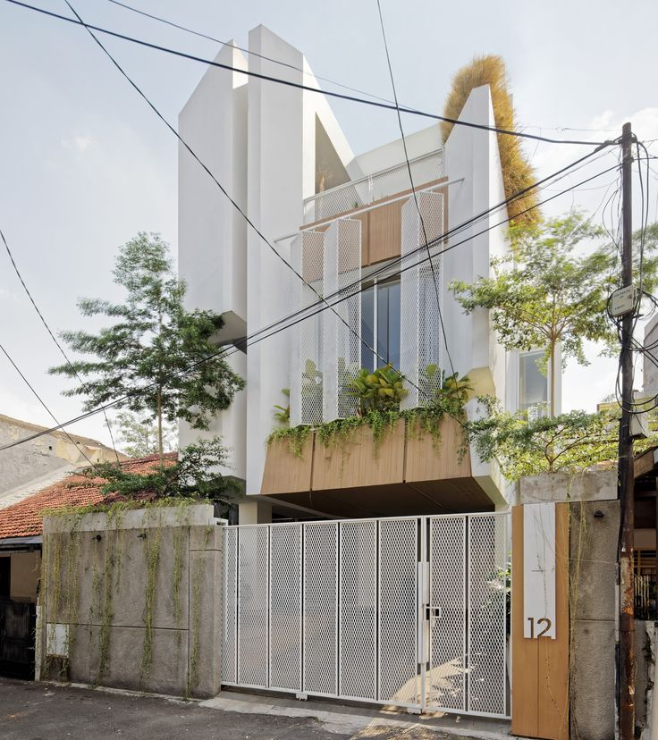 - d181c50cc77c06a24881b2bffb495d28 UUfutZ - Completed in 2019 in Tebet, Indonesia. STER House is a house that applies the concept of the Stair Tower. In this house…